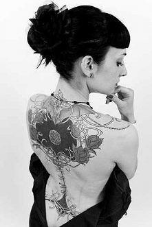 Tatuaż na plecach.Serce, kw...