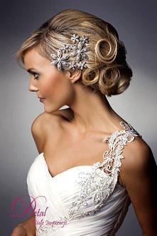 Śliczne ramiączko, fryzura i ozdoba we włosach :)