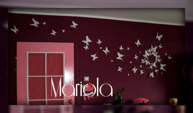 """moja sciana :) motyle wycięte z brystolu białego :) szablon rysowany przeze mnie :) zainspirowalam sie pokojem Sereny z serialu """"PLOTKARA"""" :)"""