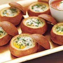 buleczki z jajkami zapiekane z ziolami i parmezanem