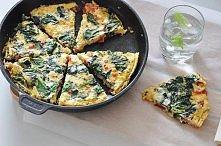 Frittata: 6 dużych jajek,2 pomidory,garść szpinaku typu baby,2-3 plasterki sera żółtego,2-3 plasterki szynki,szczypiorek,świeże zioła: listki bazyli/tymianku,papryk chili do sma...