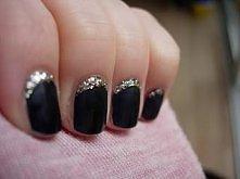 pomysły na paznokcie z brok...