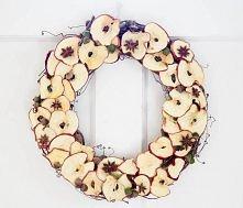 Taki wieniec z jabłek musi cudownie pachnieć :)