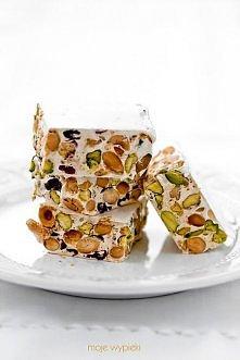 Nugat pistacjowo - migdałowy z żurawiną