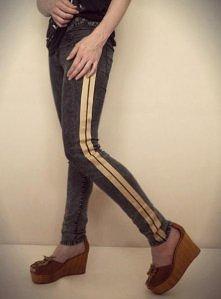 DIY tutorial: Side Stripe Pants, czyli spodnie z paskiem na boku  Instrukcja wykonania - KLIKNIJ na obrazek :)  Więcej DIY, pomysłów i instrukcji: trashionbysookie.blogspot...
