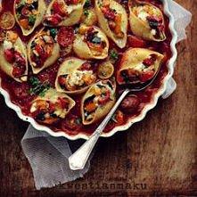 Muszle makaronowe zapiekane w gęstym sosie pomidorowym