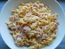 Sałatka z szynką, ananasem, kukurydzą i selerem konserwowym :)