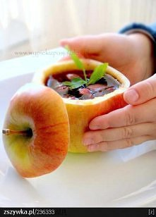 jabłko z niespodzianką ;p