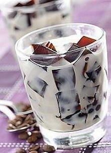 kostki mrożonej kawy zanużone w mleku, z nutką Bailey's :)