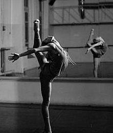 z cyklu taniec;*