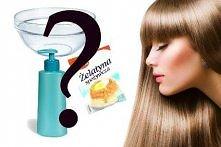 """Domowy sposób na """"laminowanie"""" włosów:  1 łyżkę żelatyny rozpuść w 3 łyżkach bardzo ciepłej wody, dokładnie wymieszaj aż znikną grudki. Odstaw miseczkę z rozpuszczoną ..."""