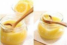 Krem cytrynowy ok. 2 szklanki:  3 cytryny (skórka i sok) 3 jajka 100 g cukru 100 g masła (bardzo zimnego)  Cytryny sparzyć i wyszorować szczoteczką, osuszyć. Zetrzeć skórkę na t...