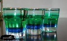 Krokodyl w basenie  Składniki:      10 ml Blue Curacao     20 ml likieru miętowego     20 ml wódki  Przygotowanie:  Składniki wlewać w podanej kolejności – drugi i trzeci wlewać...