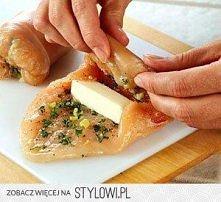 piersi z kurczaka zawinięte z mozzarellą, czosnkiem i bazylią. do zrobienia ;)