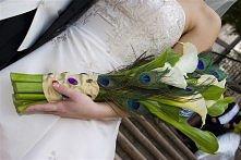 bukiet ślubny z pawimi piór...