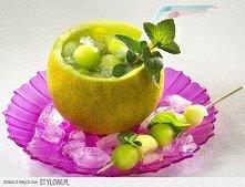 MOJITO W MELONIE  - 4 małe melony Galia, - pęczek mięty, - 4 limonki, - 80 g ...
