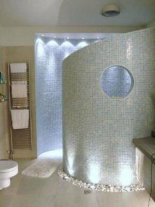 Ciekawy pomysł na łazienkę i przestronny prysznic. Nie do końca mój styl, jed...