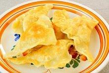 Składniki 1 i 1/2 szklanki mąki 2 jajka 30 dag ziemniaków 5 dag suszonych grzybów cebula po 2 łyżki posiekanej natki i szczypiorku olej Składniki 1 i 1/2 szklanki mąki 2 jajka 3...
