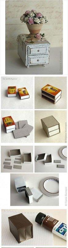 miniaturkowa komódka z pude...