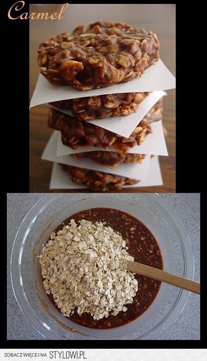 ciastka robi się bardzo prosto i bez pieczenia :P szklanka płatek, szklanka cukru, kakao i trochę masła 100 g i trochę mleka i to wszystko zagotować, wszystko rozkładamy na papierze i czekamy aż wystygnie i zastygnie