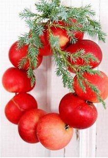 swiateczny wieniec jablek