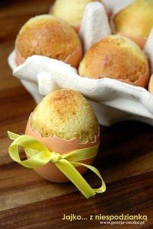 Przygotowanie: Potrzebujemy 12-16 wydmuszek (w zależności od wielkości jajka). Jak je zrobić? W każdym jajku należy wykręcić otworek (np. korkociągiem), a potem go lekko powięks...