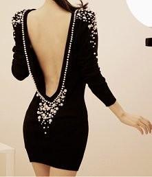 sukienka z odkrytymi plecam...