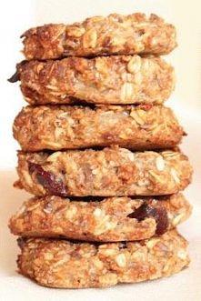 Ciastka owsiane dietetyczne, bez mąki i cukru. SKŁADNIKI: 1,5 szklanki gęstego musu jabłkowego 1 jajko 3 łyżki oliwy 1 łyżeczka aromatu migdałowego 1/2 szklanki otrębów pszennyc...