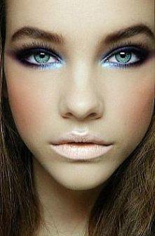dodać oczom błękitu