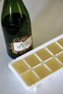 Kostki lodu z szampana idealne do soku pomarańczowego