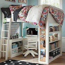 Łóżko + biurko. Słodko.