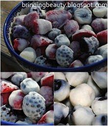 Mrożone owoce w jogurcie