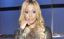 Patricia w blond włosach