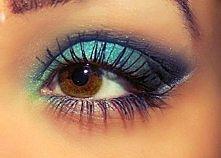 smokey-eye w kolorze zielono, niebiesko granatowym :D