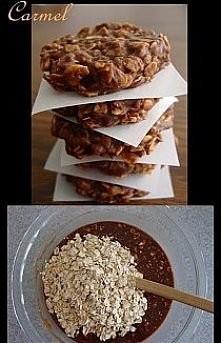 Ciastkaaa   ciastka robi się bardzo prosto i bez pieczenia :P szklanka płatek, szklanka cukru, kakao i trochę masła 100 g chyba i trochę mleka ja daję wszystko na oko no i to ws...