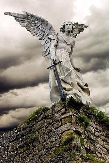 Anioł z mieczem