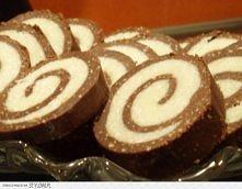 Rolada kokosowa  Składniki:  300 g herbatników 2 łyżeczki kakao 120 g cukru 1...