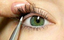 SZTUCZKA jak sprawić aby spojrzenie wydawało się bardziej wyraziste, a oko duuużo większe i pełniejsze. Prosta sztuczka: wystarczy użyć miękkiego eyeliner' a i wypełnić nim...