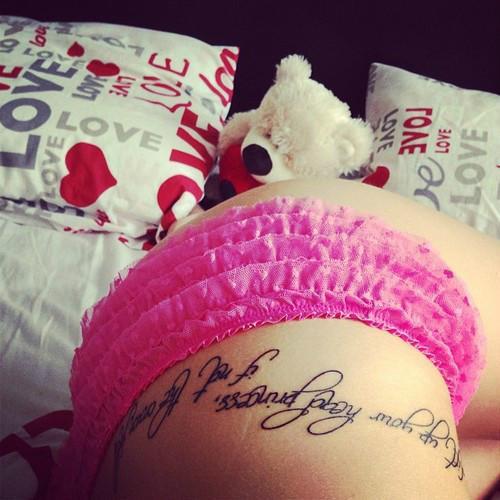 Tatuaż Nad Biodrem Na Damskie Tatuaże Zszywkapl