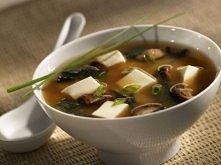 Miso-shiru- zupa z pasty sojowej. tradycyjna japońska zupa, spożywana w Japon...