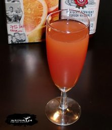 Składniki:      30 ml whisky     30 ml wiśniówki     30 ml soku pomarańczoweg...