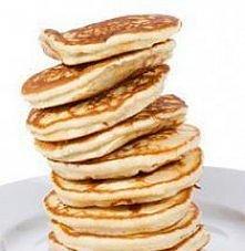 KLASYCZNE PANCAKES.   Składniki:    2 szklanki mąki pszennej   2 jajka   1,5 szklanki mleka   75 g rozpuszczonego masła   3 łyżeczki proszku do pieczenia   3 czubate łyżki cukru...