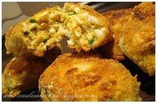 Idealny pomysł na bezmięsny obiad.   Składniki: ok. 6 jajek ugotowanych na twardo 1 jajko surowe pęczek szczypiorku 1-2 łyżki bułki tartej sól, pieprz  Dodatkowo: 1 jajko 0,5 sz...