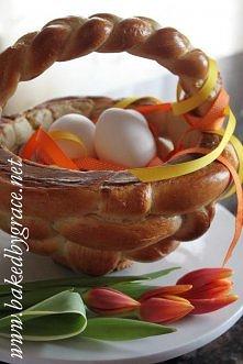 Wielkanocny koszyczek drozdzowy