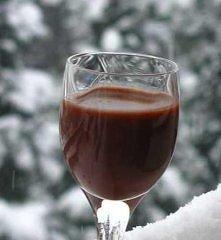 Składniki:  1 puszka niesłodzonego mleka kondensowanego 3 łyżki kakao 1,5 szklanki cukru 2 cukry waniliowe 1 szklanka wódki 2 kieliszki spirytusu Wszystkie składniki (poza alkoh...