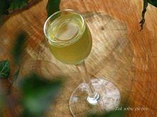 Miodula (wódka)   Składniki:  jedna część miodu jedna część przegotowanej wody jedna część spirytusu Wszystkie składniki wlać do butelki, szczelnie zamknąć i odstawić. Od czasu ...