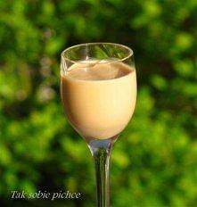 Likier krówka, czyli domowy baileys  Składniki:  ¼ - ½ l wódki (według preferencji co do zawartości promili) 1 puszka mleka skondensowanego słodzonego ½ szklanki śmietany kremów...