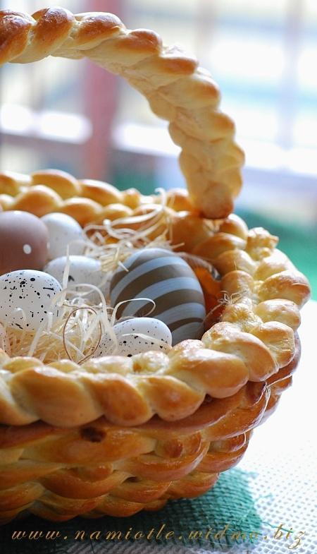 Koszyczek wielkanocny z ciasta drożdżowego Do upieczenia potrzebować będzieci...