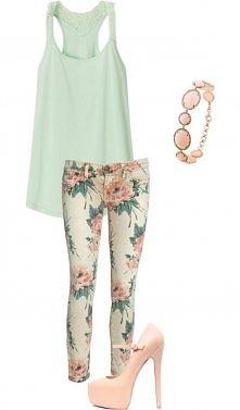 spodnie w kwiaty i top