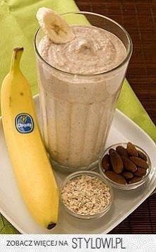 Bananowy shake na śniadanie ;) 2x banana 2x ice 1/2 szkl greek jogurt(with honey?) 1/2 szkl płatków owsianych 1/3 szklanki migdałów  Dobry i syty, :D